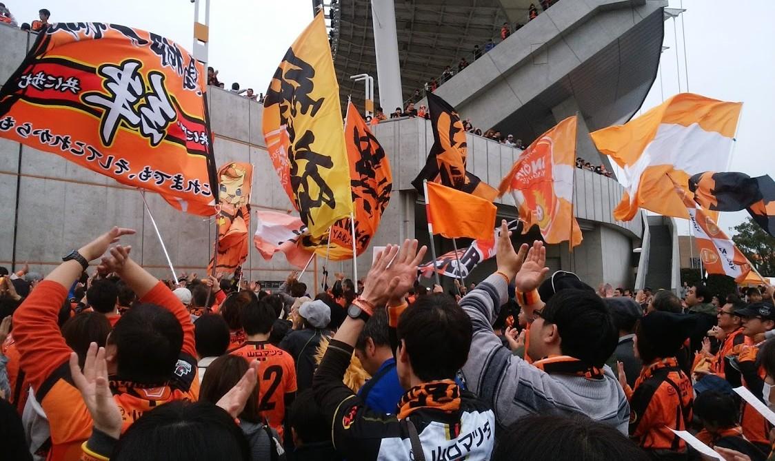 サッカー観戦の楽しみ方が広がるスタジアムの良さ-5:一体感を味わう
