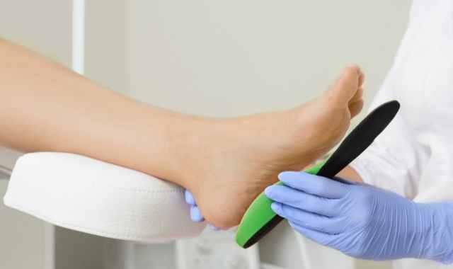 足の安定感を高めるアイテムならインソールもおすすめ